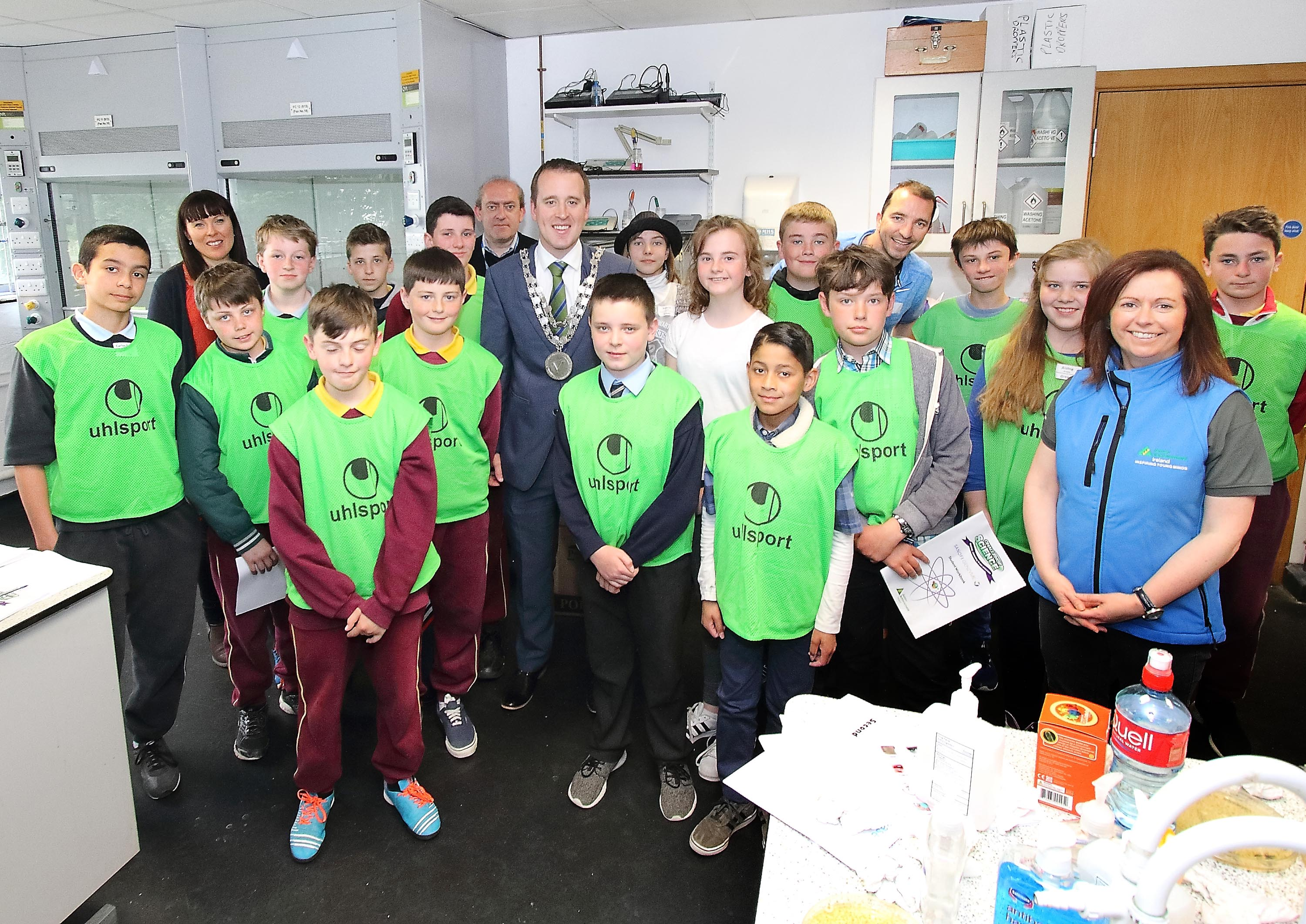 Mayor of Waterford City & County Council, Cllr.John Cummins pictured with students from St.Declan NS, Mount Sion NS and Waterford Educate Together in the labs of Waterford IT during last week's  Challenge Science event.