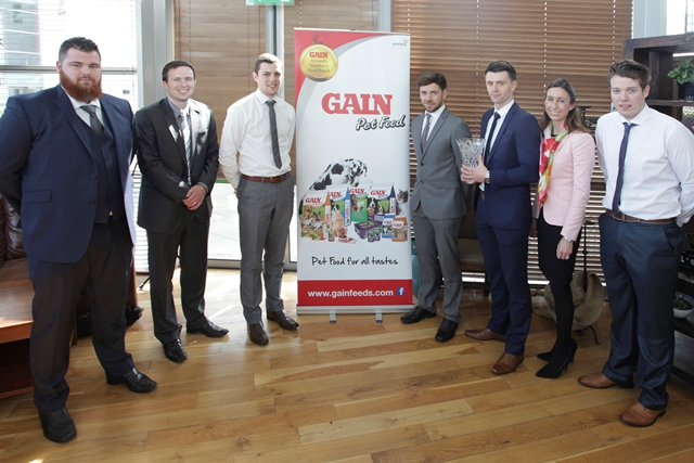 l-r: Team Excel members Kyle O' Donoghue (Waterford), Shane Walsh (Waterford), Robin Spencer (Waterford), Harry Kehoe (Wexford) and Philip Byrne (Kilkenny) with Rob O' Keeffe, Marketing Manager, Glanbia Agribusiness and Ciara Watt, GAIN Pet Food Brand Manager.
