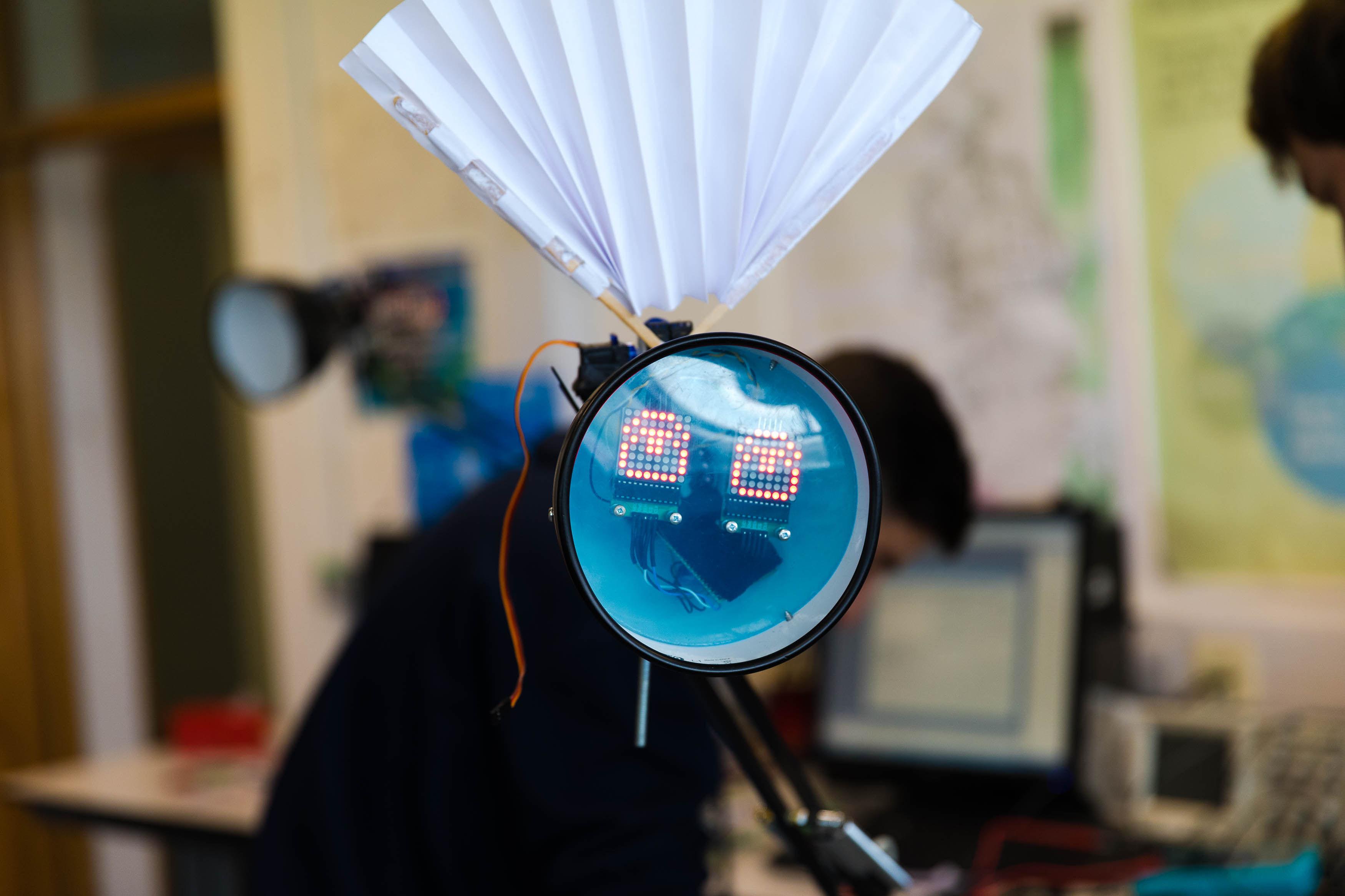 Female lampbot