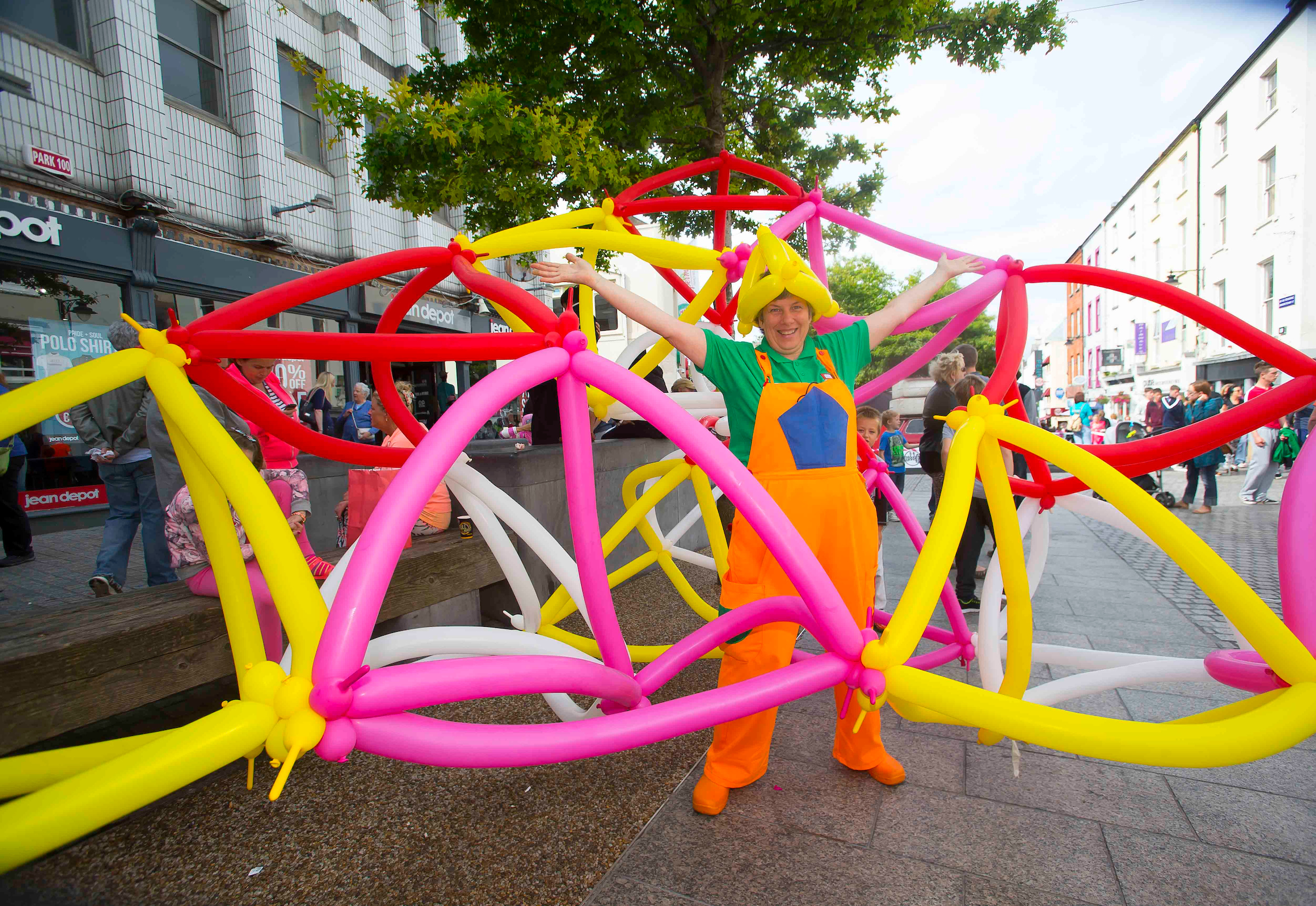 Mathematical Entertainer Caroline Ainsley brings maths fun and games to Spraoi. Photo: Patrick Browne